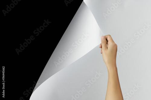 Fotografía  Woman hand turning page.