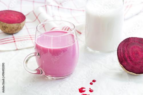 Pink Latte mit roter Beete