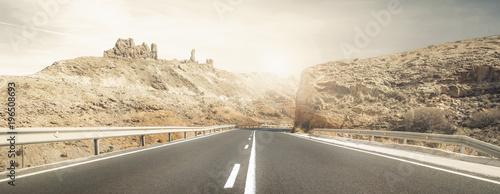 Photo strada assolata desertica