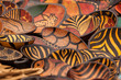 Leinwanddruck Bild - Colorful Patterns on Plates and Bowls - Wooden Souvenirs from Africa