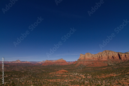 Foto op Plexiglas Nachtblauw Sedona valley with blue sky and red rock formations