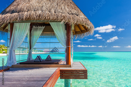 Cuadros en Lienzo  Overwater spa in the tropical blue lagoon of Maldives