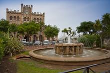 Palaza Del Born Y Ayuntamiento...