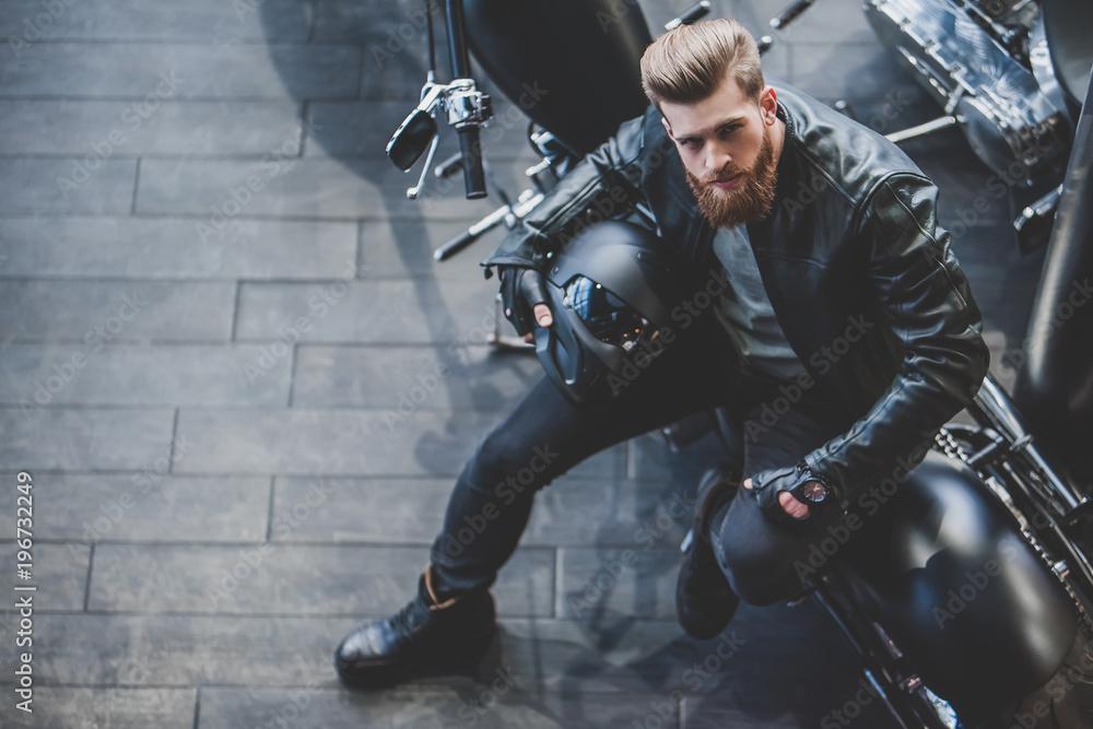 Fototapeta Man in motorcycle shop