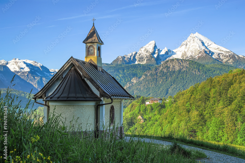 Fototapety, obrazy: Small chapel and snow-covered Watzmann mountain in Berchtesgaden