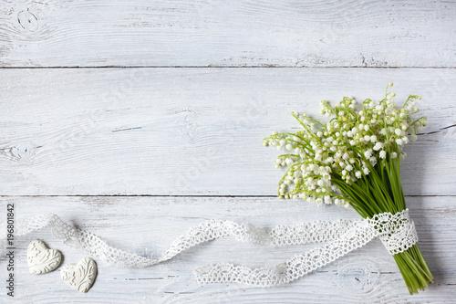 Poster Muguet de mai A bouquet of lilies of the valley on a wooden background