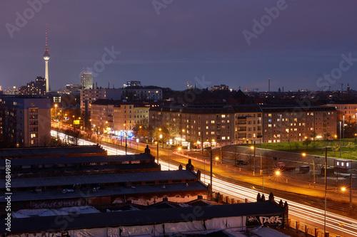 Zdjęcie XXL Berlin nocą z wieżą telewizyjną