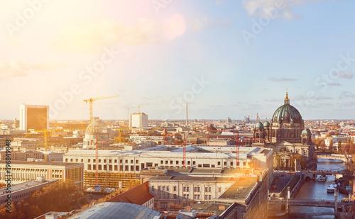 Zdjęcie XXL Słoneczny dzień w Berlińskim mieście z Berlińską katedrą