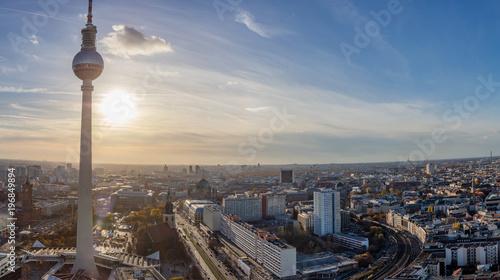Zdjęcie XXL Berlińska miasto linia horyzontu z TV wierza przy zmierzchem