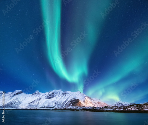 Poster Aurore polaire Northen light under mountains. Beautiful natural landscape in the Norway