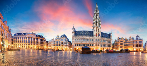 Poster Brussel Brussels - panorama of Grand place at sunrise, Belgium