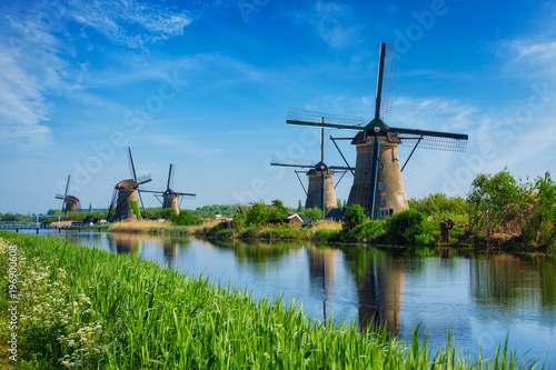Poster Blauw Windmills at Kinderdijk in Holland. Netherlands