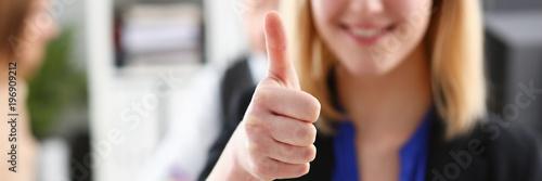 Photo  Beautiful smiling woman showing OK