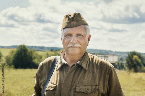 Cuadros en Lienzo Soviet soldier in uniform of the World war 2 period, historical reenactment