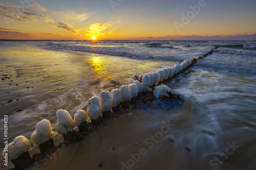 Foto auf Gartenposter Nordlicht A beautiful sunset over the sandy beach on the Wolin Island in Poland in the winter