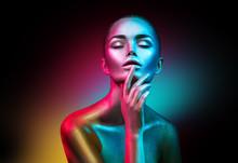 Fashion Model Woman In Colorfu...