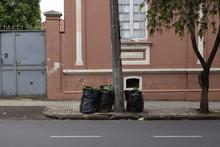 Lixo Em Sanitos Largados Na Ca...