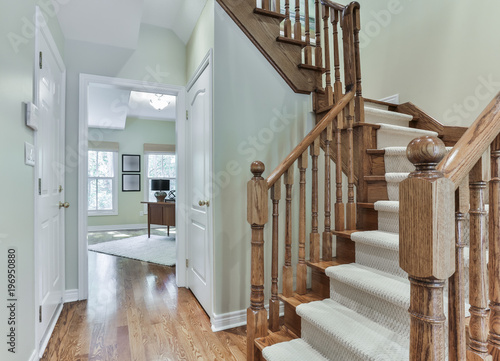 Photo Wooden staircase interior