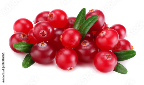 Foto op Aluminium Vruchten Cranberry with leaves isolated on white. With clipping path. macro