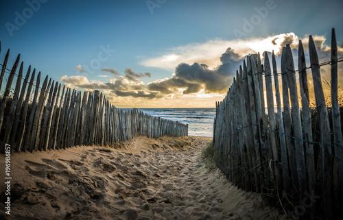 Poster Cote Chemin clôturé vers la plage de la Paracou (Les Sables d'Olonne, France)