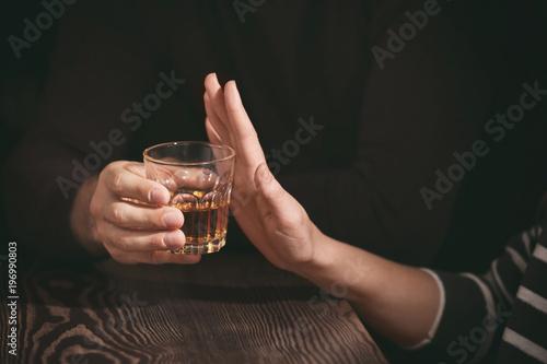 Poster de jardin Bar Woman refusing to drink alcohol in bar, closeup