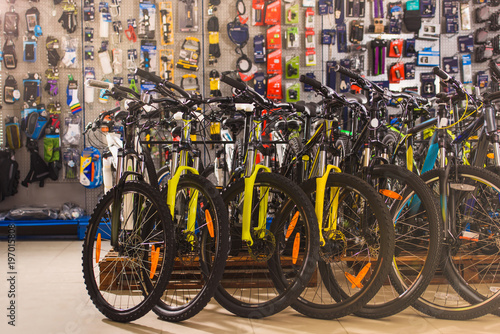 Photo new modern bicycles selling in bike shop