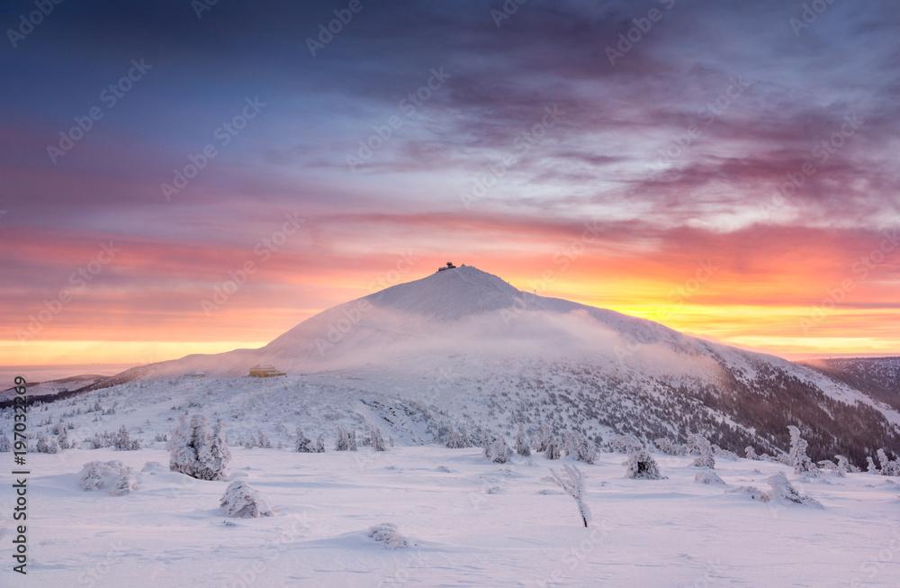 Fototapety, obrazy: Winter dawn over the Sniezka mount in the Giant Mountains, Karkonosze, Poland
