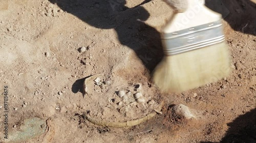 The work of the archaeologist at the excavation of the finds of the small size
