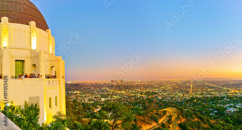 Foto op Plexiglas Los Angeles View of Griffith Observatory and city center of Los Angeles at sunset.