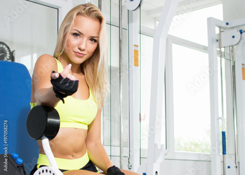Fotografia  Active sexy blonde woman in sportswear sitting on sport equipment