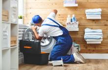 Working Man   Plumber Repairs ...