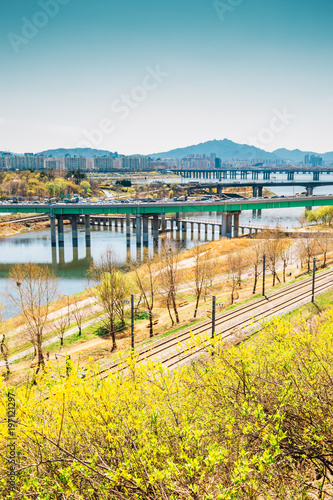 Deurstickers Seoel View of Seoul city and Han river with forsythia flower from Eungbongsan mountain