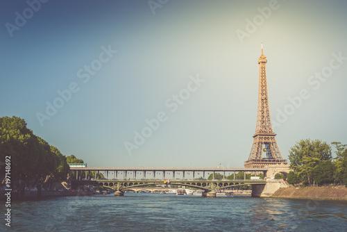 Foto op Aluminium Eiffeltoren The Eiffel tower and the Seine river