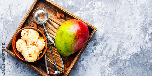 Zdjęcie XXL Lody o smaku mango