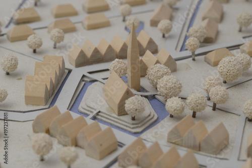 Türaufkleber Darknightsky Mitte einer Kleinstadt mit Bebauung als Stadt Modell.