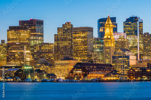 Foto op Aluminium Oude gebouw Panorama view of Boston skyline with skyscrapers at twilight in United States