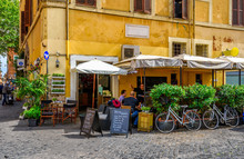 Cozy Old Street In Trastevere ...