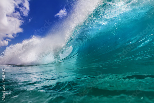 Stickers pour portes Eau Ocean colorful bright wave with green blue water and splashed lip