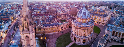 Fotomural Aerial evening view of central Oxford, UK