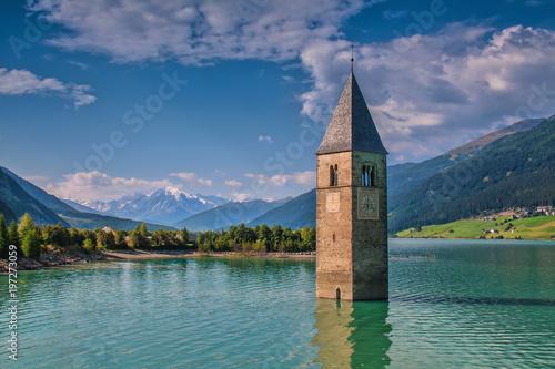 Foto  Kirchturm im Reschensee, Italien