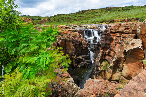 Foto op Plexiglas Groene Canyon scenery with waterfall, Bourkes Luck Potholes, South Africa