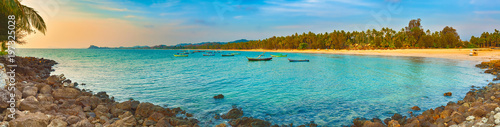 Cadres-photo bureau Cote Seascape at sunset time. Beautiful landscape of the Indian ocean. High resolution panorama