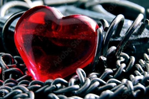 Fotografia  красное сердце на цепочке