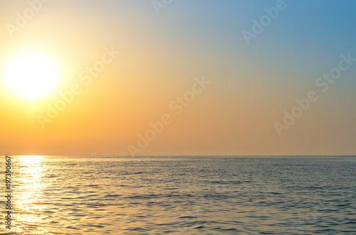 Foto op Plexiglas Zee / Oceaan sunrise over the sea horizon, reflections on the water, waves