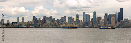 Photo  Seattle City Skyline along Elliott Bay in Washington state USA