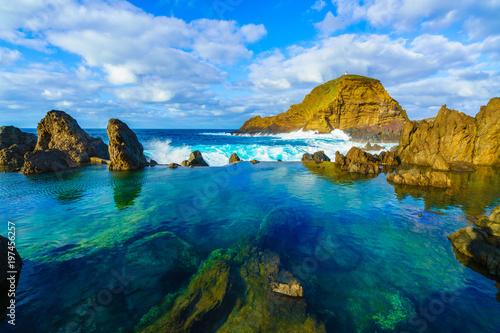 Photo Natural volcanic lagoon  pools at Porto Moniz, Madeira island, Portugal
