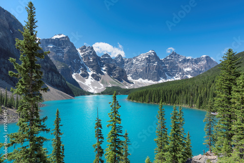 Poster Canada Beautiful turquoise waters of the Moraine Lake with snow-covered peaks above it in Rocky Mountains, Banff National Park, Canada.