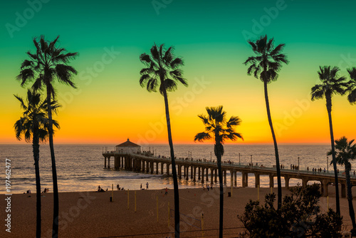Staande foto Strand Manhattan Beach with Palm trees and pier at sunset in Los Angeles, California. Vintage processed. Fashion travel and tropical beach concept.