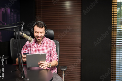 Obraz na plátne Radio presenter taking on air interview