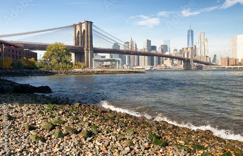 Tuinposter Brooklyn Bridge Brooklyn Bridge and Manhattan skyline as seen from Brooklyn Bridge Park, New York City - NY - USA